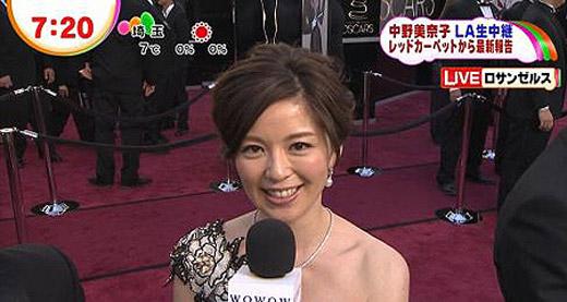 奥斯卡/中野美奈子在奥斯卡红毯笑容满面。...