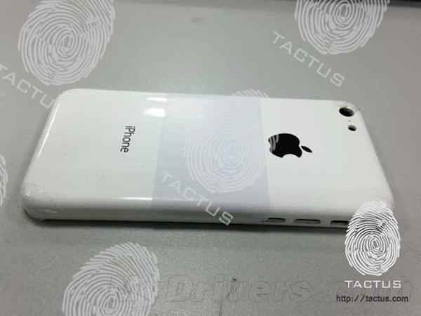 Tatus放出的所谓廉价iPhone的背壳照,其还表示苹果将于10月15日发布该机,售价为300美元。