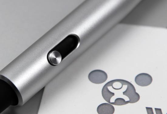 """圆珠笔的笔芯也是可更换的,可搭配40多款,全球通用的""""d1""""规格笔芯."""