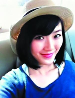 冯小刚的女儿冯思羽有一双漂亮的眼睛(图片来源:微博)