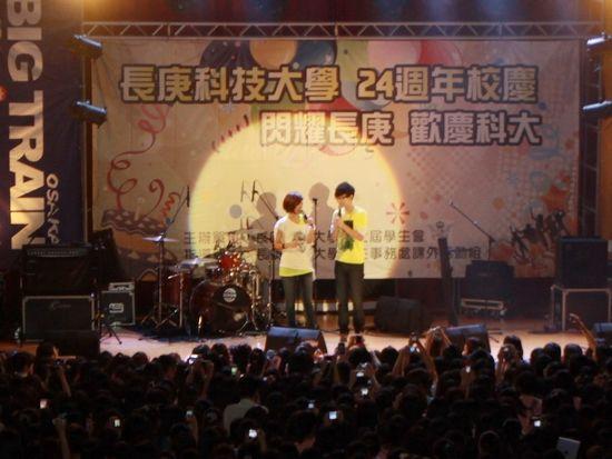 胡夏校园演唱