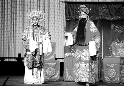 谭孝曾 张慧芳 孙尚香 刘备/张慧芳扮演的孙尚香和谭孝曾饰演的刘备带来了精彩演出。