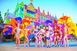 拉拉队舞动青春节拍。