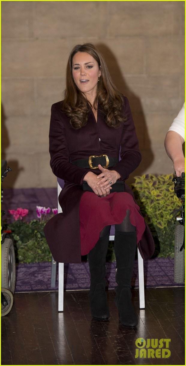 英国凯特王妃独自出席慈善活动