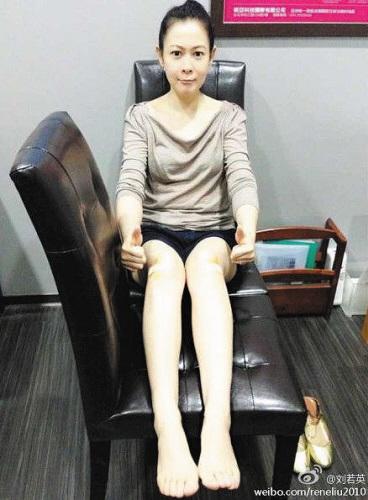刘若英笑称:腿变长了