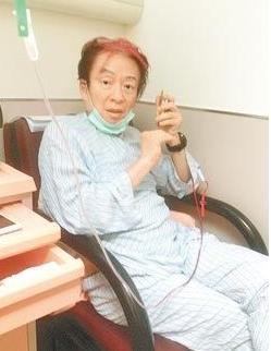高凌风患癌后做化疗脱发