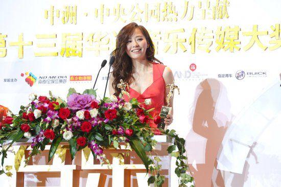"""张靓颖斩获""""最受欢迎女歌手""""与""""百家传媒年度最受瞩目女歌手""""两项重量级大奖"""
