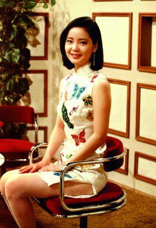 至今依然抚慰着亿万华人的心灵;19日,在南通1895 文化创意产业园,歌迷