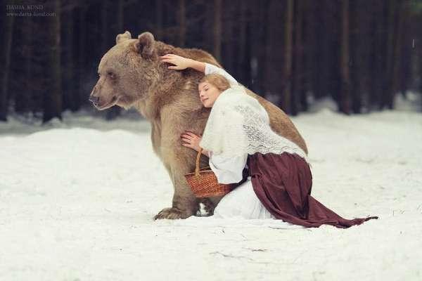 国外女人和兽相交_俄365bet澳洲账号_365bet体育在线投注_365bet赔率为考驯兽师执照 雪地里与活熊舌吻(组图)