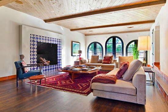 地中海風格客廳裝飾6 典型的拱門設計,讓陽光直射進來,地上那塊大大