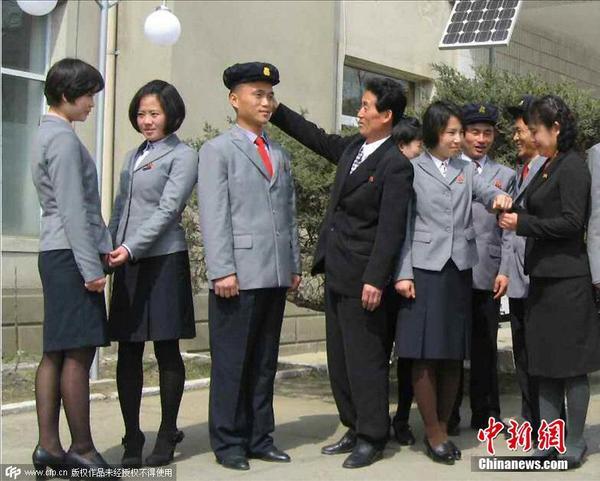 朝鲜_朝鲜学校开始供应新式校服
