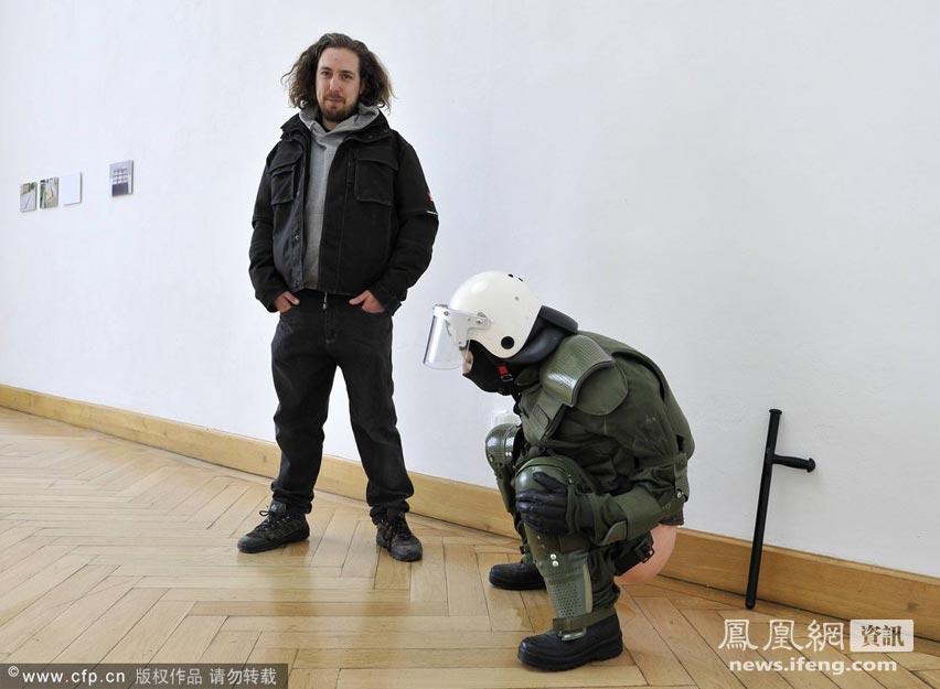 10岁男孩艺术照_德国一艺术雕塑形似女警小便引发争议[高清大图]_资讯频道_凤凰网