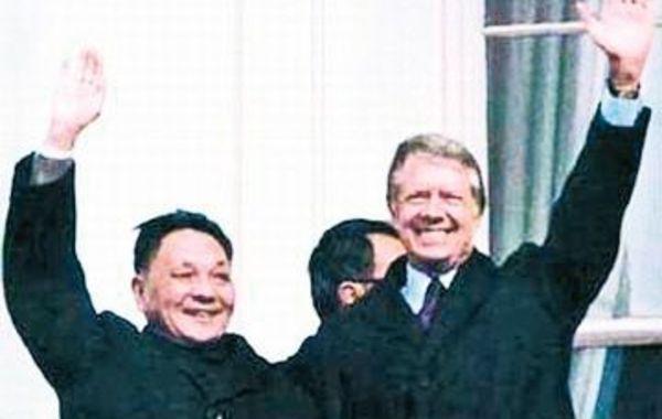 1979年1月29日,邓小平副总理应美国总统卡特等邀请抵达美国进行正式访问。这是中华人民共和国成立后中国高级领导人首次访美。