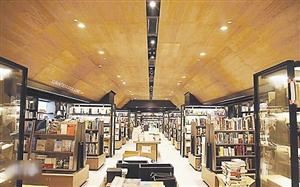 里书店_诚品书店铜锣湾店里有一条40米长的人文艺术书区长廊,书目排列由浅入