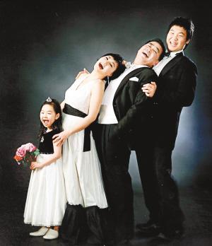 创意三人全家福_创意新潮全家福这样拍_资讯频道_凤凰网