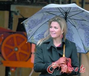 荷兰国王登基视频_荷兰新国王今日登基 前三任都是女王(图)_资讯频道_凤凰网